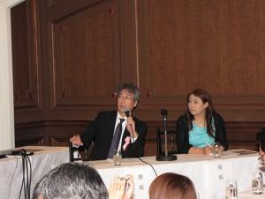 高倉先生(写真左)と赤澤純代(あかざわすみよ)先生