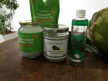 いま愛用のココナッツオイル。左から2品が「ココウェル」のもの。右2品がブラウンシュガーファーストのココナッツオイル。